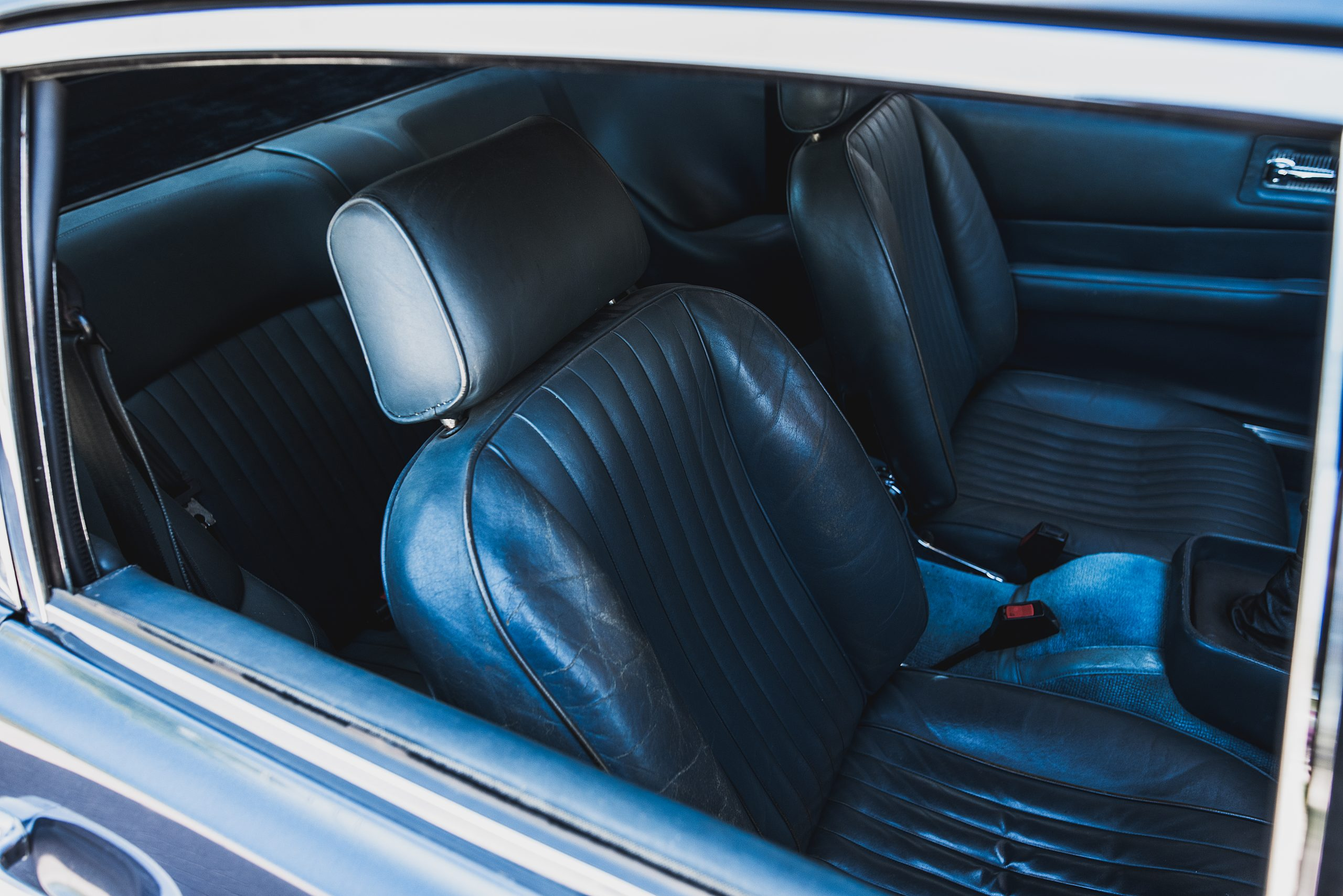 Photo of the front seats with the door closed