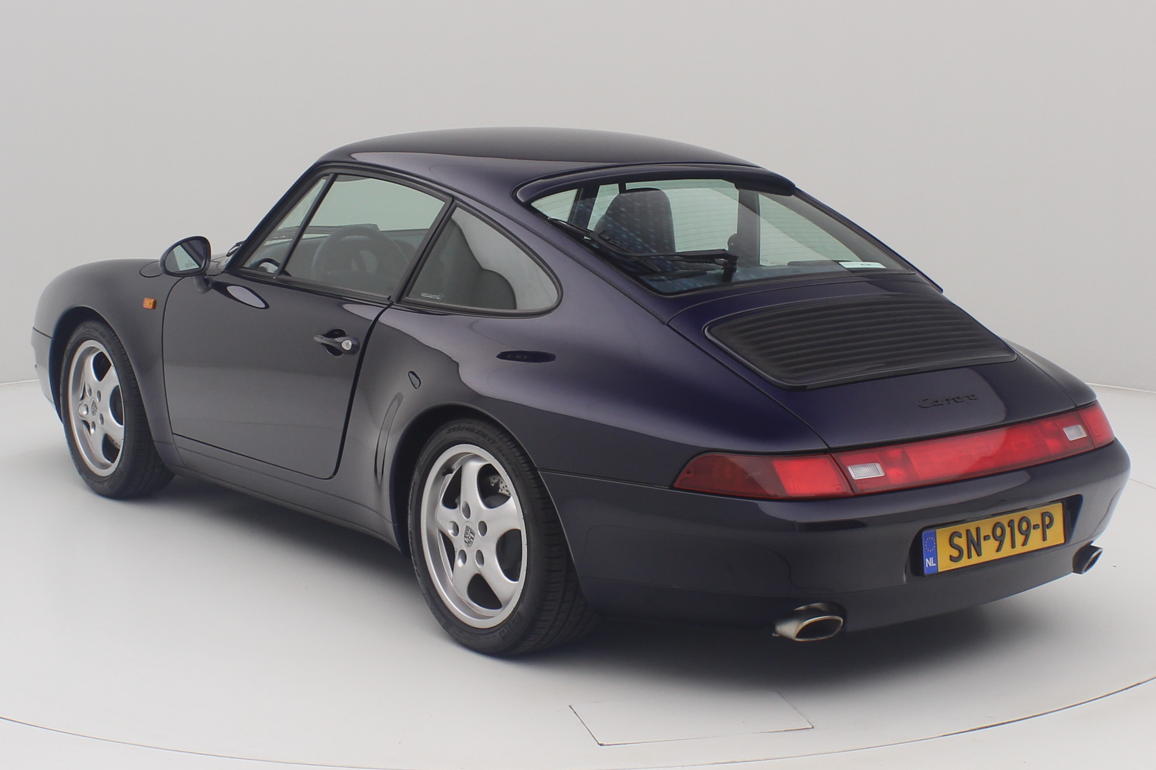 Porshe 911 Carrera 2 993 blauw back left